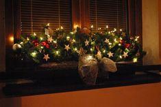 Vánoční výzdoba venkovní žárovky v truhlících | Mimibazar.cz Xmas Decorations, Christmas Time, Holiday Decor, Handmade, Home Decor, Garden, Blog, Noel, Christmas