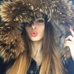 @Regranned from @carmen.charlott.fashion - AMAZING FUR.  @vxk.s in ihrer Carmen Charlott Jacke mit einem XXL Pelzkragen❤️ www.carmen-charlott.store #carmencharlott #me #metoday #potd #pictureoftheday #wiwt #whatiworetoday #ootd #outfitoftheday #ootdmagazine #furparka #fur #louisvuitton #valentinobag #valentinoglamlock #instadaily #instaaddict #instablogger #fashionblogger #fashionblogger_de #fashionblogger_muc #germanblogger #blogger #blogger_de #lifestyleblogger #prettylittleiiinspo #ki...