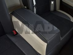 BMW rady 7 s poťahmi z kolekcie Alcantara® Perfo vo verzii Individual (úpravy na prianie zákazníka).