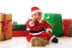 29 Babies Who Totally Nailed Their First Christmas Photo Shoot First Christmas Photos, Baby Christmas Photos, Xmas Photos, Babys 1st Christmas, Holiday Pictures, Kids Christmas, Christmas Quotes, Christmas Nails, Christmas Crafts