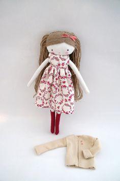 Laia muñeca de tela con vestido rosa lazo por lassandaliasdeana