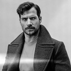Henry Cavill © Tom Jamieson // Die New York Times - haarige Brust Girl Actors, Actors Male, Hot Actors Under 30, New York Times, Mustache Styles, Style Masculin, Beard No Mustache, Hollywood Actor, Gentleman Style