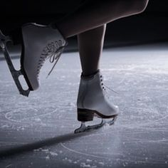 Ice Skating Pictures, Buffy Summers, Spin Out, Ice Dance, Aesthetic Images, Olympians, Figure Skating, Skate, Spinning
