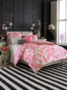 12 Cool Ideas For Black And Pink Teen Girl's Bedroom | Kidsomania  (love the black wall --probably chalk board paint behind the bed--looks like an easy DIY and then paint over the boards-L)