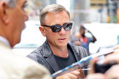 Daniel Craig confirms he will return for Bond 25 on The Late Show with Stephen Colbert Daniel Craig 007, Daniel Craig James Bond, Rachel Weisz, London Spy, Daniel Graig, Best Bond, Stephen Colbert, British Actors, Pretty Pictures