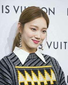 Gli Arcani Supremi (Vox clamantis in deserto - Gothian): The New Era of Women's Fashion is now beginning and will spread in 2019 Asian Actors, Korean Actresses, Korean Actors, Lee Sung Kyung, Weightlifting Fairy Kim Bok Joo, Joo Hyuk, Korean Model, Korean Style, Most Beautiful Women