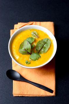 Soupe de courge à la carotte et mimolette vieille   Gourmandiseries - Blog de recettes de cuisine simples et gourmandes