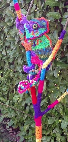 If his eyes swivel. Freeform Crochet, Crochet Art, Knit Or Crochet, Crochet Motif, Crochet Toys, Yarn Crafts, Fabric Crafts, Extreme Knitting, Yarn Bombing