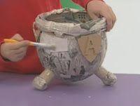 Creación Artesanal Como hacer un tacho con forma de caldero de bruja (estilo papel mache)