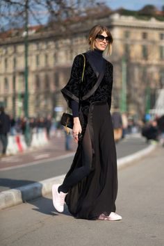 All Black Outfits to Copy All black outfit / Street style fashion / fashion week Milan Fashion Week Street Style, Looks Street Style, Street Style Trends, Autumn Street Style, Street Chic, Street Styles, Paris Street, Paris Fashion, Look Fashion