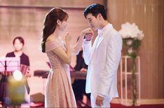 Drama: W two Worlds Lee Tae Hwan, Lee Jung Suk, W Kdrama, Kdrama Actors, W Korean Drama, Korean Image, Lee Jong Suk Wallpaper, Kang Chul, Han Hyo Joo