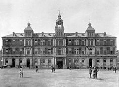 Historic image of Post Office, Rissik Street, Johannesburg. News South Africa, Johannesburg City, My Family History, National Archives, Historical Pictures, Abandoned Buildings, African History, Post Office, Fotografia
