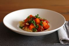 Tajine mit Butternut-Kürbis zu Chili-Dattel-Couscous