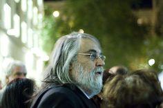 Evangelos Odysseas Papathanassiou, mejor conocido como Vangelis es un famoso teclista y compositor griego de música electrónica, orquestal, ambient, new age y rock progresivo. Vangelis es un compositor muy activo con más de 39 discos pero es más conocido por sus composiciones para películas como los son las bandas sonoras de Carros de fuego (ganadora …
