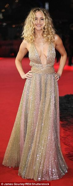Golden Girl from Fashion Police Jennifer Lawrence looks drop dead gorgeous in a sparkling gold Dior gown at the Red Sparrow premiere in London. Mary Louise Parker, Joel Edgerton, Charlotte Rampling, Logan Lerman, Amanda Seyfried, Celebrity Red Carpet, Celebrity Style, Ciaran Hinds, Jennifer Lawrence Pics