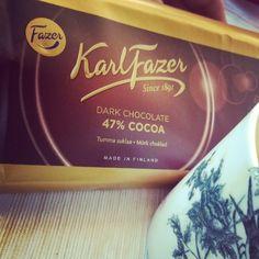 Mittagspause! Zum Abschluss ein kahvia mit suklaa  #dark #fazer #chocolate #schokolade #lounas #mittag #pause #finnisch #finnland