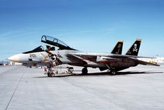F-14A_VF-84_at_NAS_Fallon_1988.JPEG (2827×1911)
