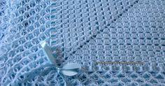 E sta manta para bebê em crochê fiz em ponto tijolinho ou ajour, segui o esquema dos quadrados ou square de crochê deixando um bloco ...