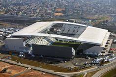 Arena Corinthians - zona leste, São Paulo  Popularmente conhecida como Itaquerão, é um estádio de futebol localizado no distrito de Itaquera.  De propriedade do Sport Club Corinthians Paulista, sua capacidade oficial é para 47 605 lugares, sendo o 12º maior estádio do Brasil.   A Arena Corinthians, ganhou o prêmio de melhor projeto de arquitetura do país no ano de 2011.  A arena foi inaugurada oficialmente em 18 de maio de 2014.