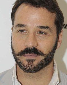 Mr Selfridge returning for fourth series - Jeremy Piven will be returning as the charismatic title character [Wenn]