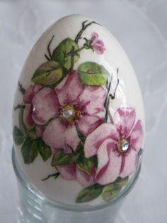 Wielkanoc 2010 - Marta W - Picasa Web Albums Egg Crafts, Easter Crafts, Decoupage, Easter Egg Designs, Ukrainian Easter Eggs, Faberge Eggs, Painted Ornaments, Egg Art, Egg Decorating