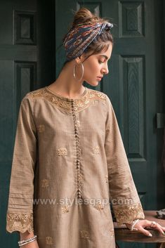 Indian Paksitani Stylish & Best Neckline Gala Designs for Asian Girls 2020 Collection for Asian Women consists of simple casual, heavy formal neck styles Kurta Designs Women, Kurti Neck Designs, Dress Neck Designs, Kurti Designs Party Wear, Pakistani Formal Dresses, Pakistani Fashion Casual, Pakistani Dress Design, Pakistani Outfits, Neckline Designs