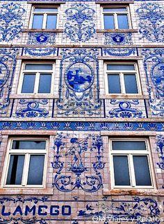 Windows of Lisbon (azulejo - portuguese tiles) Portugal Beautiful Buildings, Beautiful Places, Portuguese Tiles, Portuguese Culture, Voyage Europe, Spain And Portugal, Portugal Trip, Portugal Travel, Algarve