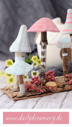 Diese zauberhaften Mini-Pilze aus Ästen und Modelliermasse zaubern im Nu ganz l… These adorable mini mushrooms made from branches and modeling clay will easily conjure up a magical autumnal mood in your home in no time. Diy Craft Projects, Clay Crafts For Kids, Summer Crafts For Kids, Diy Crafts To Sell, Diy For Kids, Easy Crafts, Handmade Crafts, Diy Jewelry Unique, Diy Jewelry To Sell