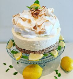 Lemon cheesecake with vanilla fluff