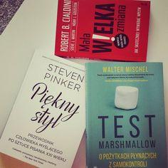 Dzisiejsze przedpołudnie spędzam z wczoraj zakupionymi książkami. Mischel i trening silnej woli.  Pinker i Piękny styl (o pisaniu w XXI w) no i nowy Cialdini - kilka ciekawostek przygotuję na popołudniowe zajęcia w Collegium Civitas o wywieraniu wpływu. Miłej niedzieli!  #Czytaj #read #książki #books. #inteligencja #intelligence #training #cialdini #pinker #mischel #collegiumcivitas #Specbabka #specbabkainspiruje