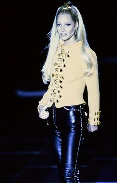 Versace Fall 1992 Ready-to-Wear Fashion Show - Christy Turlington Burns