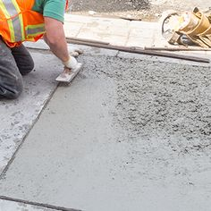 Cement is an excellent material for plastering walls, paving or gelling surfaces together. Read more here for tips on mixing cement, using it and what kind of equipment you will need. Cement Walls, Plaster Walls, Paving Diy, Diy Wall, Home Improvement, Plastering, Diy Projects, Hardware, Tips