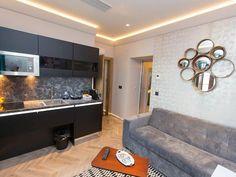 Alojamientos para enamorarse de Galicia - Hoteles Bathroom Lighting, Room Interior, Interior Design, Mirror, Countertop, Kitchen, Tile, Ceiling, Floor