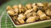 Pistachios: 8 Health Benefits To Go Nuts For (via Honey Colony)By Green Diva Gina Editor's Note: Pistachios w Pistachio Health Benefits, Snack Recipes, Healthy Recipes, Healthy Foods, Clean Eating, Yummy Food, Nutrition, Pistachios Health, Affair