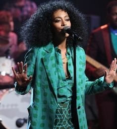 """Solange Rocks Chic Green Pantsuit On """"Late Night With Jimmy Fallon"""" (Watch Her Quirky Cool Performance!) 