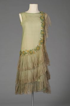 Light green chiffon dress trimmed with ribbonwork and lace, American, circa via Kent State University Museum. 20s Dresses, Vintage Dresses, Vintage Outfits, Vintage Fashion, Flapper Dresses, Edwardian Fashion, Fall Dresses, Vintage Hats, Long Dresses
