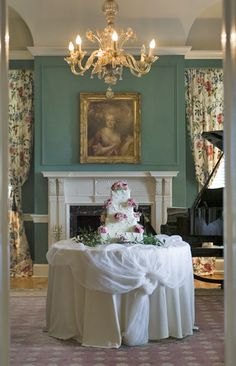 This cake is setup in the perfect spot at Allendale Mansion! The whole room is so fabulous! Click the image link to contact them today. Image credit: Allendale Mansion webpage.