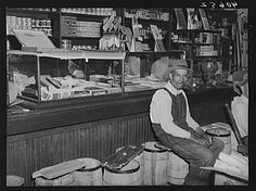 Interior of general store at Stem, Granville County, North Carolina. Old General Stores, Old Country Stores, Vintage Photographs, Vintage Photos, Tante Emma Laden, Gas Station, Store Fronts, Back In The Day, Old Pictures