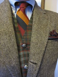 Brown herringbone tweed jacket w/ plaid waistcoat- UK Style Tweed Run, Tweed Jacket, Plaid Vest, Suit Fashion, Look Fashion, Mens Fashion, Fall Fashion, Sharp Dressed Man, Well Dressed Men