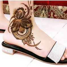 Are you crazy about the best and latest stylish leg mehndi designs?