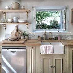 Unfitted Kitchen, Rustic Kitchen Cabinets, Old Kitchen, Kitchen Shelves, Kitchen Decor, Kitchen Rustic, Kitchen Without Top Cabinets, Open Cabinet Kitchen, Kitchen Ideas