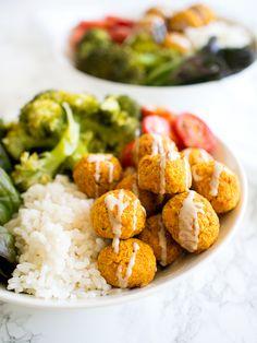 Rapeat Bataatti-Mantelipyörykät (Gf, V) Spicy Recipes, Vegetable Recipes, Vegetarian Recipes, A Food, Food And Drink, Veggie Food, Food Trends, Easy Cooking, Food Hacks
