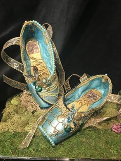 Peter Pan pointe shoes Queen of the Mermaids Pointe Shoes, Ballet Shoes, Shoe Crafts, Decorated Shoes, Shoe Art, Peter Pan, Mermaids, Shabby Chic, Queen