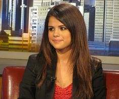 Salina Gomez long wavy layered hair | The child like Selena Gomez in her layered straight hair with side ...