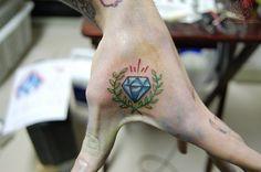 The best tattoo designs Hand Tattoos, Finger Tattoos, Body Art Tattoos, I Tattoo, Small Diamond Tattoo, Diamond Tattoo Designs, Diamond Tattoos, Tattoo Designs And Meanings, Best Tattoo Designs