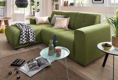 Die Polsterecke »Langeland« von Home affaire avanciert schnell zu einem beliebten Treffpunkt für Familie und Freunde. Sie überzeugt mit einem tollen Design ebenso wie durch den angenehmen Sitzkomfort. Das Möbel ist mit einer soliden Wellenunterfederung ausgestattet, unterstützt durch eine atmungsaktive Polyätherschaum-Polsterung.
