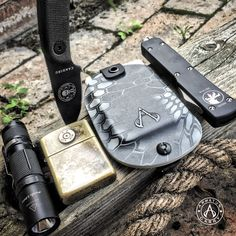 Every day carry pocket dump. The Vita EDC Wallet is now available in Kryptek Typhon. Tactical Pocket Knife, Edc Tactical, Edc Wallet, Everyday Carry Gear, Engraved Pocket Knives, Survival Gear, Urban Survival, Kydex Holster, Carry On