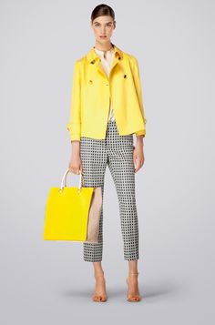 Carolina Herrera - Spring Summer 2014 The yellow Jacket is refreshing. Images of a lovely sunny happy day comes to mind. Fashion Week, Look Fashion, Fashion Outfits, Womens Fashion, Fashion Design, Casual Chic, Work Wardrobe, Mantel, Ideias Fashion