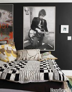 Cozy Bedroom Design Ideas With Music Themed That Everyone Will Like It Black Room Decor, Black Rooms, Black Walls, Gray Walls, White Decor, Boys Bedroom Paint, Cozy Bedroom, White Bedroom, Teen Bedroom