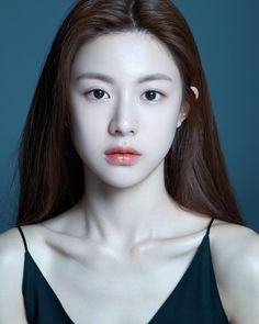 Tips Bermain Capsa Susun Korean Makeup Look, Asian Makeup, Korean Beauty Girls, Asian Beauty, Girl Face, Woman Face, Fotografie Portraits, Model Face, Girls Makeup